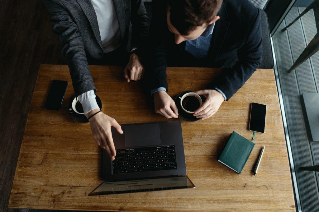 خدمات مشاور و مشاوره مالی